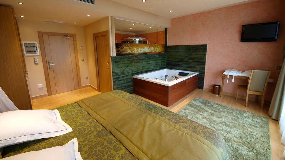 Hotel Spa Felisa - edit_jr_suite2.jpg