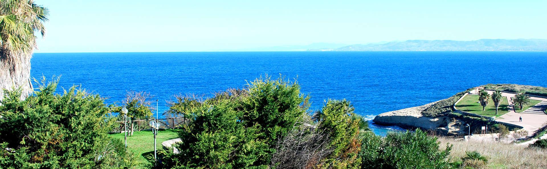 Découvrez les merveilles naturelles de Porto Torres en chambre triple