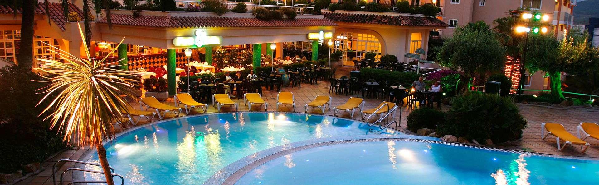 Hotel Guitart Gold Central Park Aqua Resort - EDIT_pool1.jpg