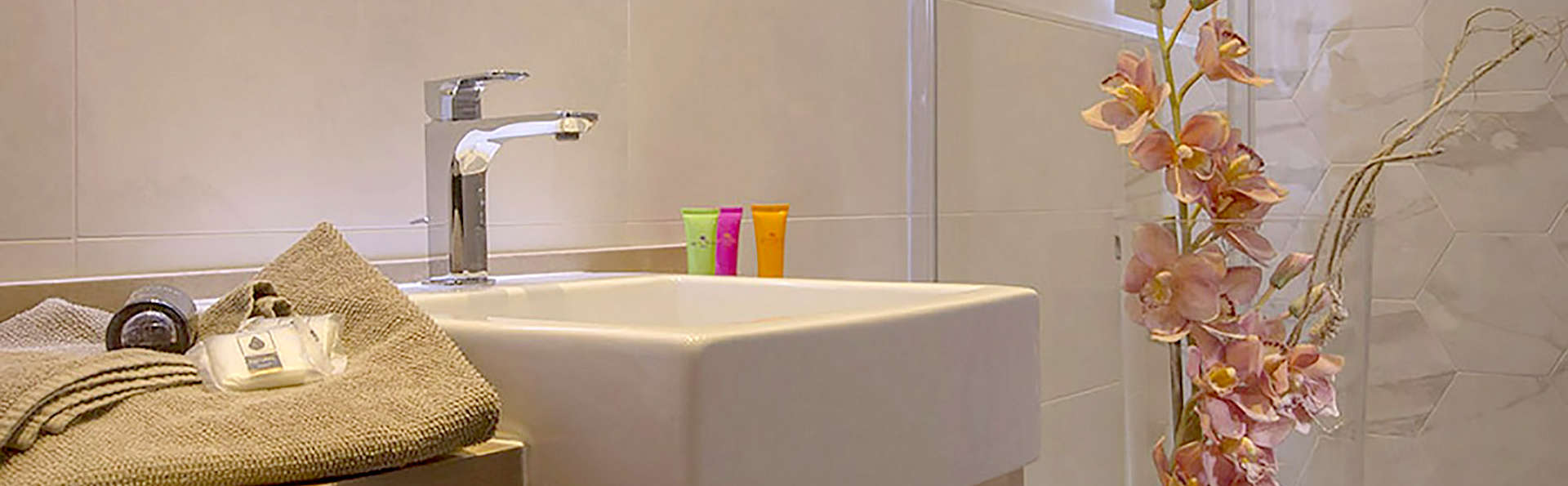Hotel Bramante SPA - Edit_Bathroom5.jpg
