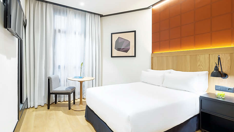 H10 Puerta de Alcalá - EDIT_room1.jpg