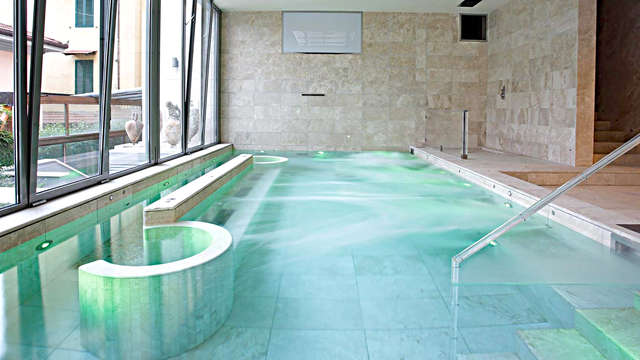 Romantisme à Montecatini Terme avec dîner et accès à la piscine d'hydromassage