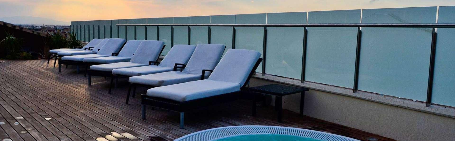 Escapada romántica en Junior Suite con sesión de jacuzzi en el Mar Menor