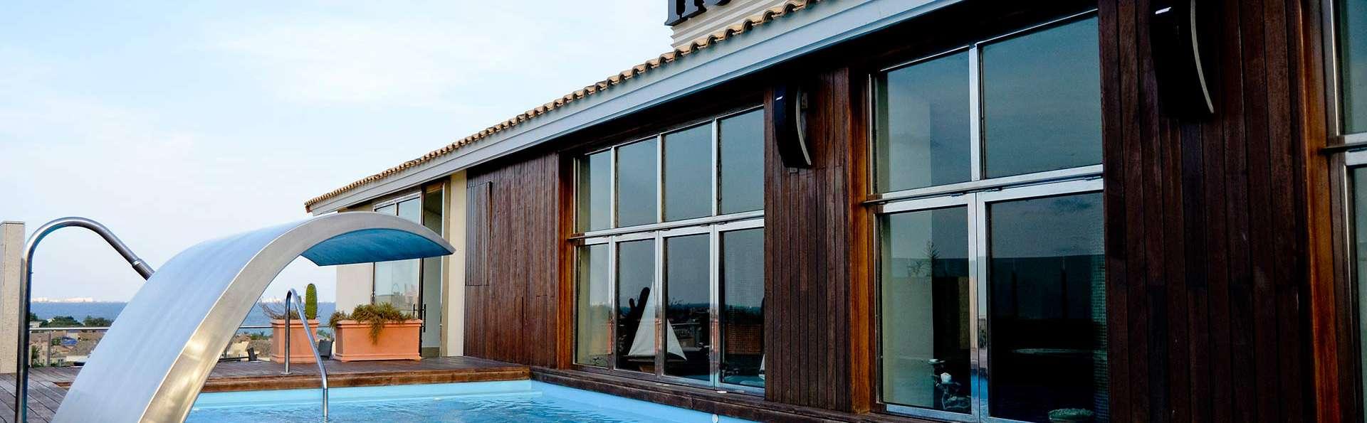 Hotel 525 - EDIT_pool.jpg