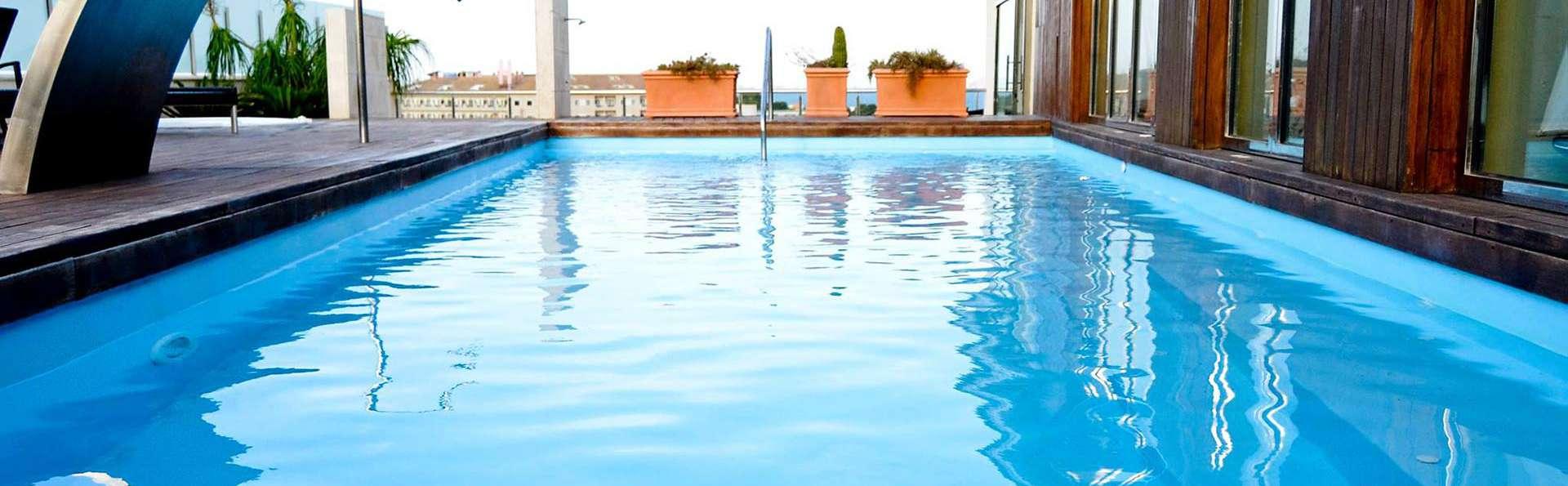 Hotel 525 - EDIT_pool1.jpg
