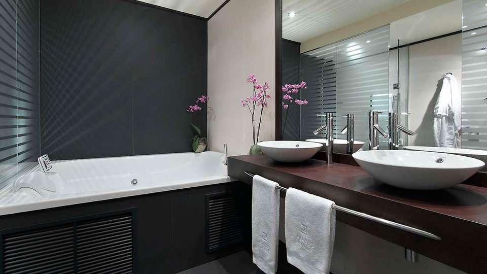 Hotel Abades Nevada Palace - EDIT_bath.jpg
