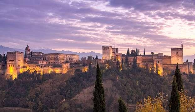 Escápate a Granada en un hotel de diseño con parking incluido