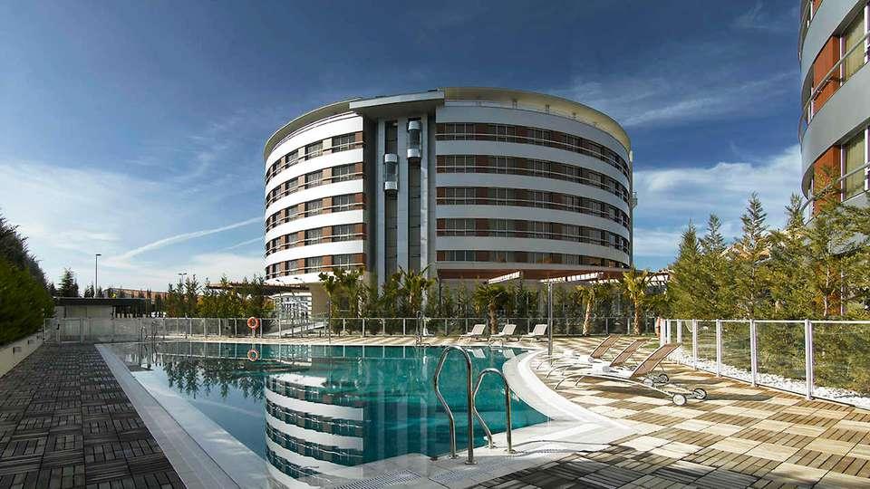 Hotel Abades Nevada Palace - EDIT_frontpool.jpg