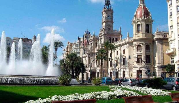 Descubre la vibrante ciudad de Valencia con el desayuno incluido