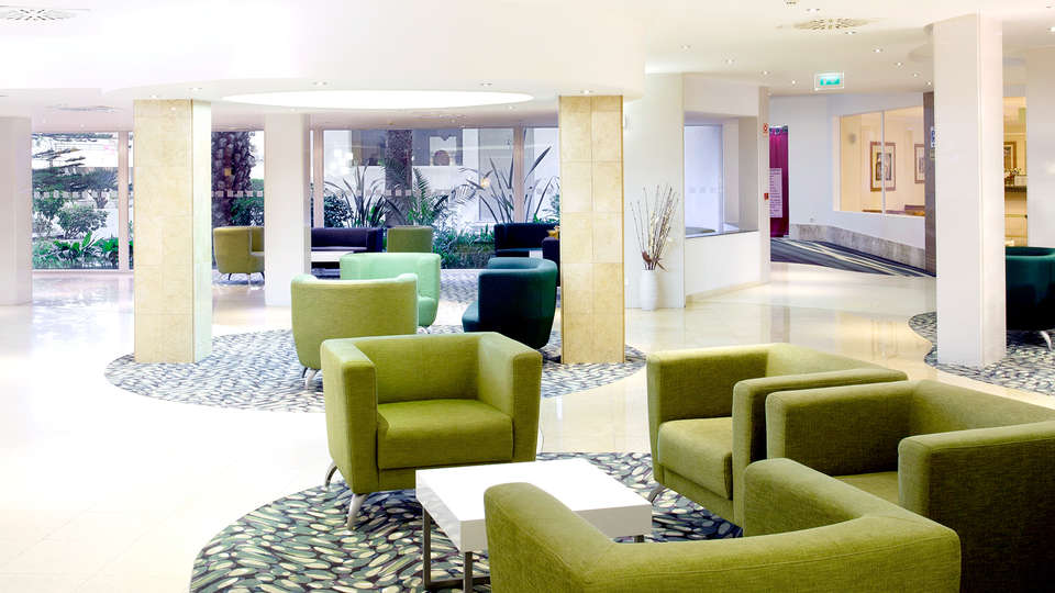 Holiday Inn Algarve - Edit_Hall.jpg