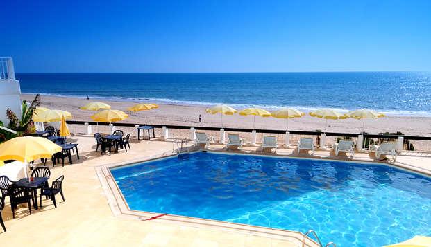 Fuga romantica con cena sulla costa dell'Algarve con accesso diretto alla spiaggia