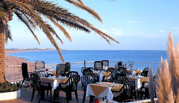 pausa con accesso alla piscina riscaldata in un hotel sul lungomare ad Algarve