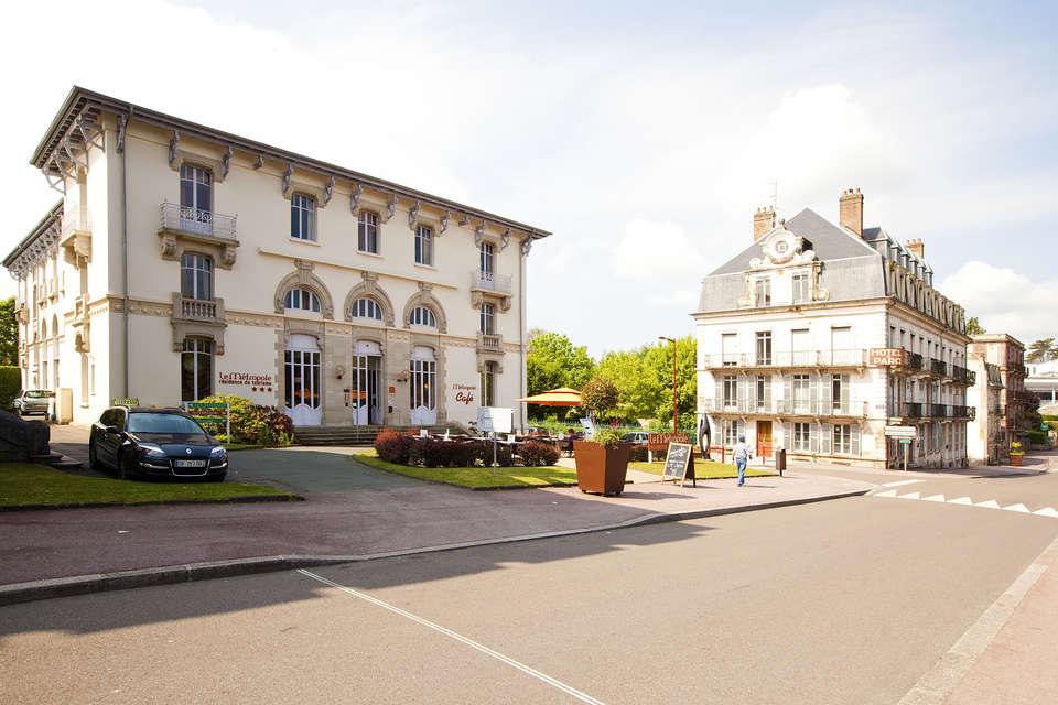 Résidence Le Métropole - residence-cerise-le-metropole-luxeuil-les-bains-facade-et-exterieurs-RF__11_.jpg