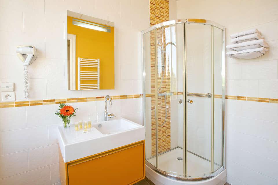 Résidence Le Métropole - residence-cerise-le-metropole-luxeuil-les-bains-studio-lit-double-RF__1_.jpg