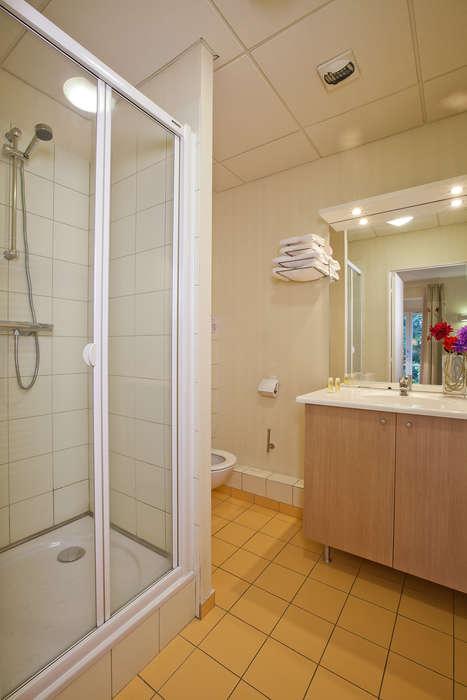 Résidence Les Thermes - residence-cerise-les-thermes-luxeuil-les-bains-studio-lit-double-RF__2_.jpg
