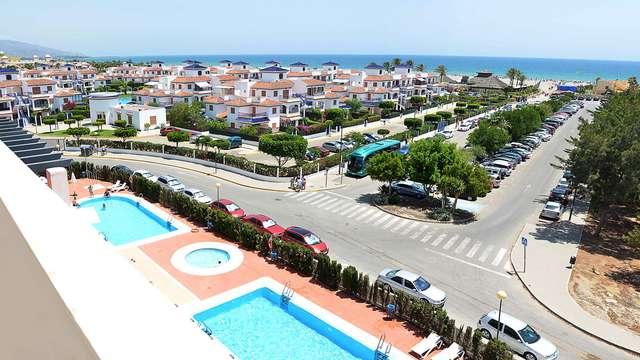 Escapade avec vue sur mer en demi-pension dans un hôtel 4* à Vera (à partir de 2 nuits)