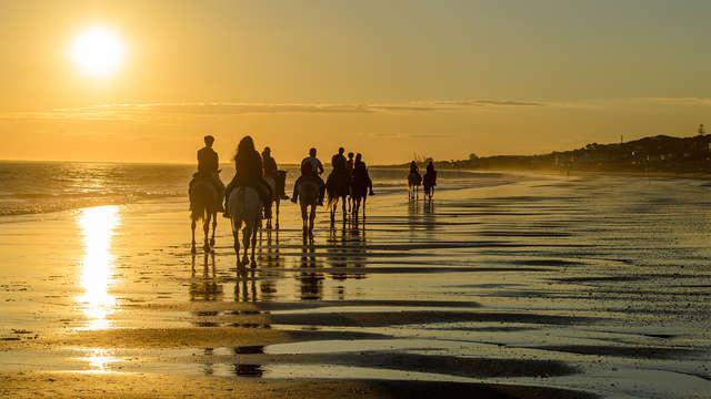 Escápate a un encantador hotel y disfruta de un paseo a caballo por Doñana