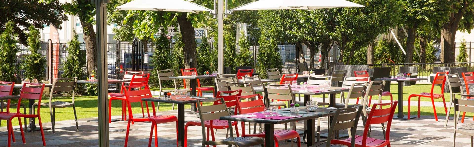 Executive Hotel Paris Gennevilliers - EDIT_terrace1.jpg