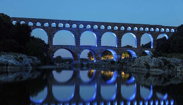 """Entrada para el espectáculo """"Les féeries du Pont du Gard Méditerranée"""" y alojamiento 4* en Collias"""