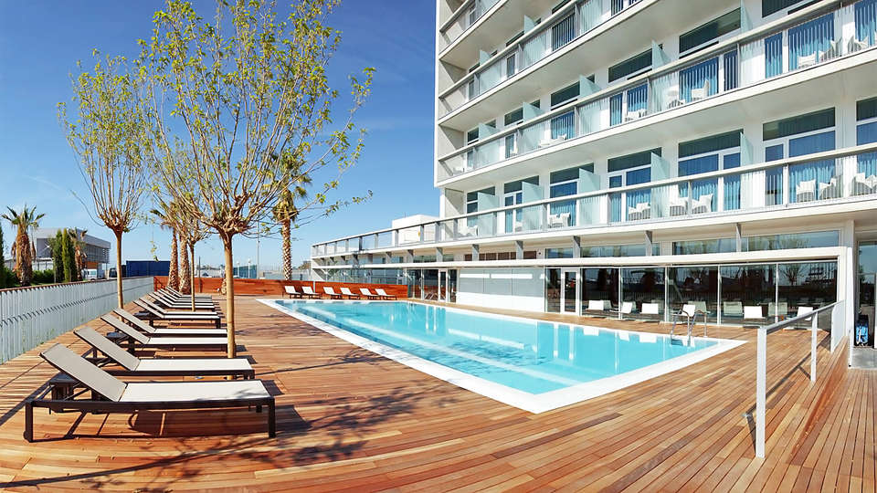 Hotel Atenea Port Barcelona Mataró - EDIT_pool.jpg