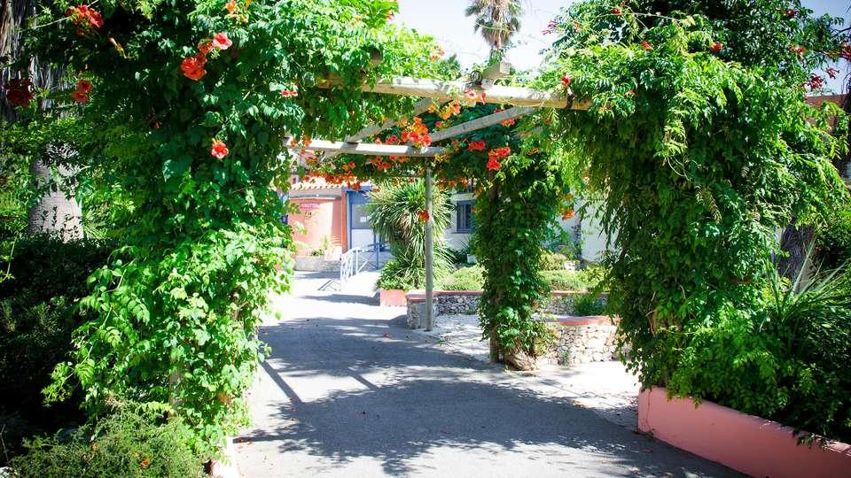 Malibu Village - EDIT_exterior2.jpg