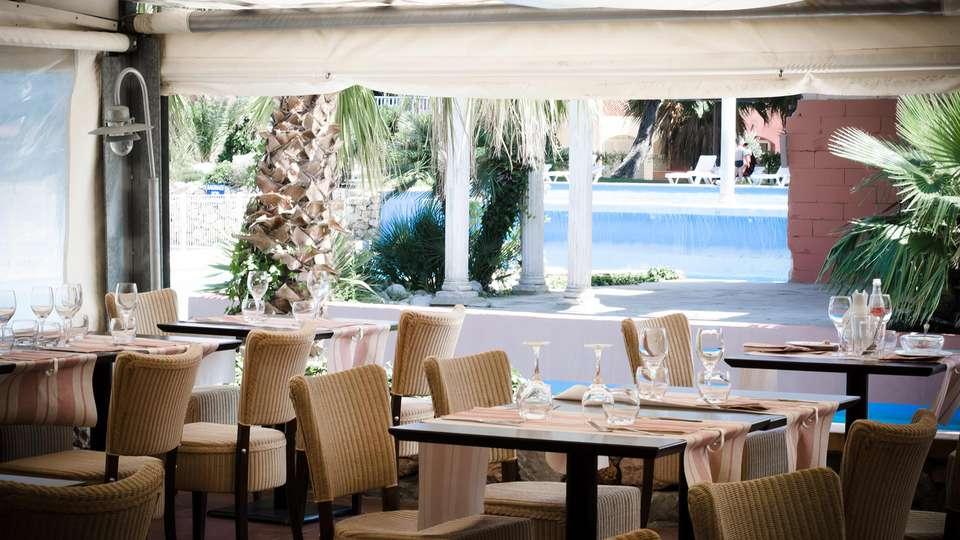 Malibu Village - EDIT_restauranterrace.jpg