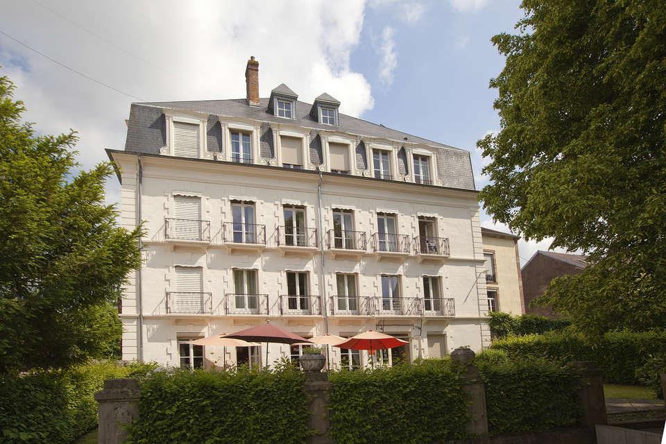 Résidence Les Thermes - residence-cerise-le-metropole-luxeuil-les-bains-facade-et-exterieurs-RF__2_.jpg