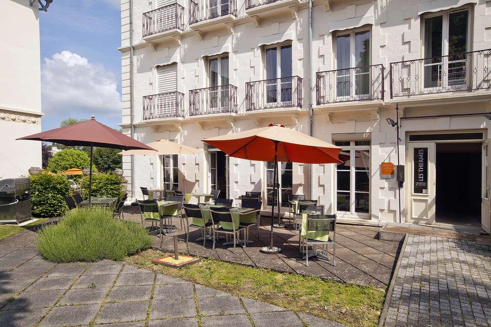 Résidence Les Thermes - residence-cerise-le-metropole-luxeuil-les-bains-facade-et-exterieurs-RF__1_.jpg