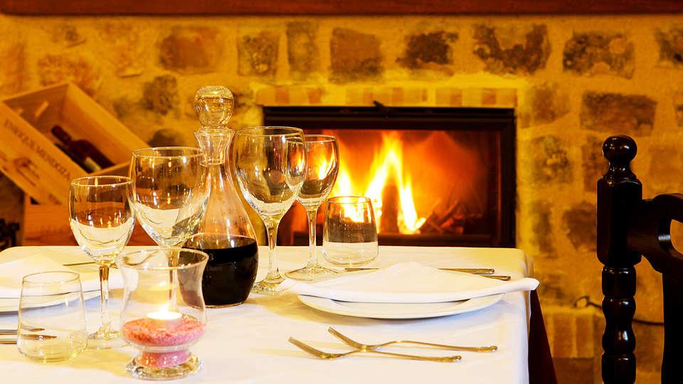 Hotel Alahuar - edit_restaurant1.jpg