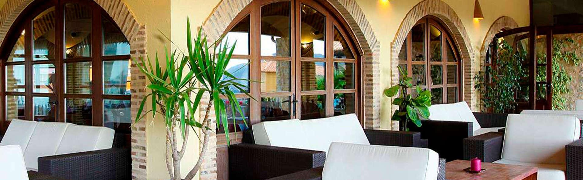 Hotel Alahuar - edit_terrace2.jpg