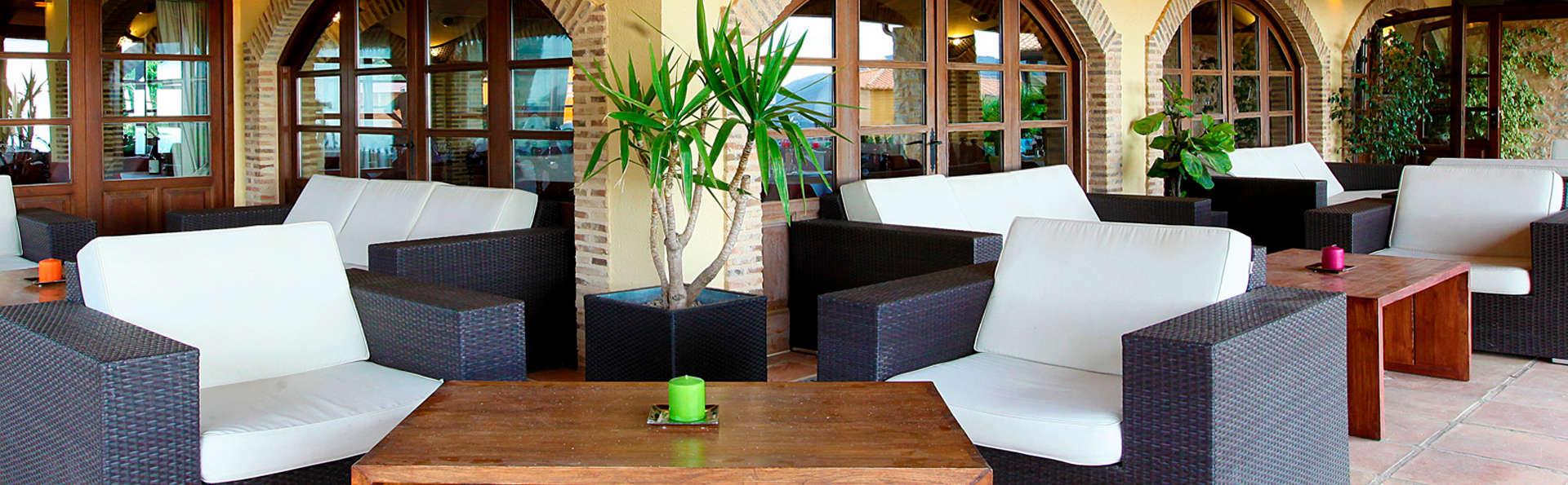 Hotel Alahuar - edit_terrace1.jpg