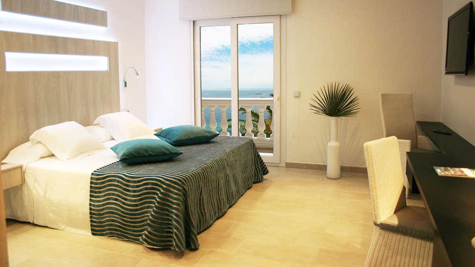 Hotel Vistabella - edit_Doble-VIsta-Mar5.jpg