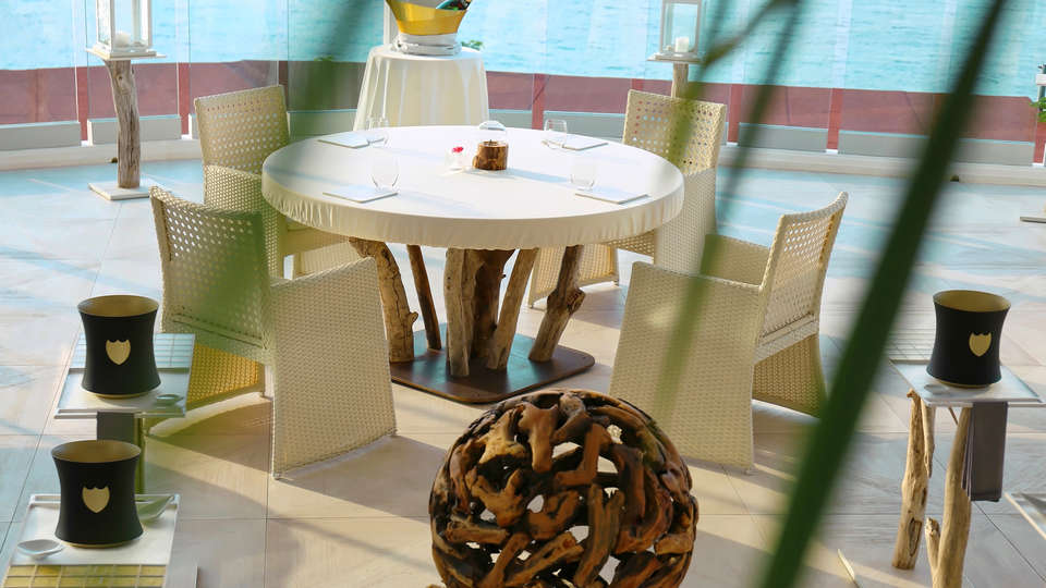 Hotel Vistabella - edit_Terraza-restaurante.jpg