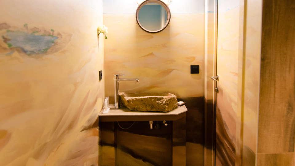 River Lodge Hotel Insolite - Edit_KalahariRoom3.jpg