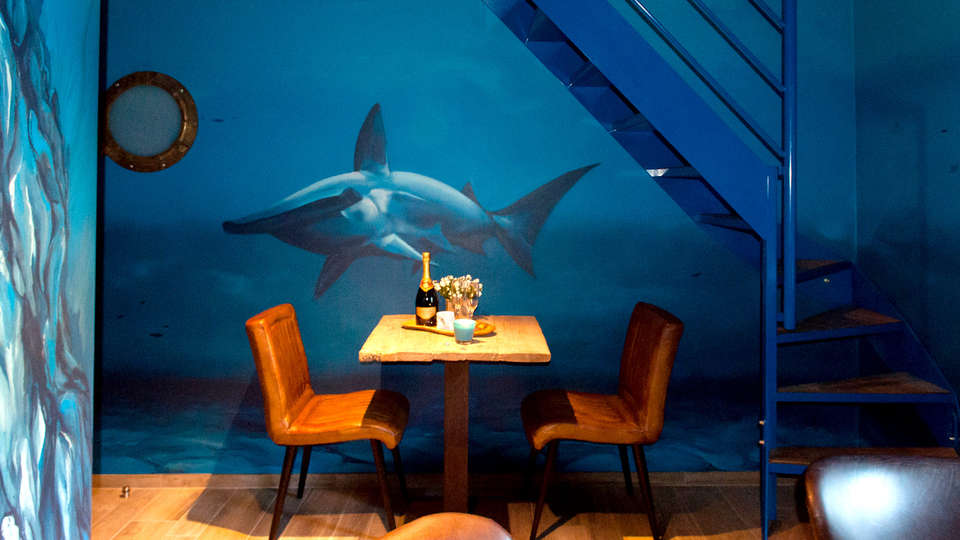 River Lodge Hotel Insolite - Edit_Titanicsuite2.jpg
