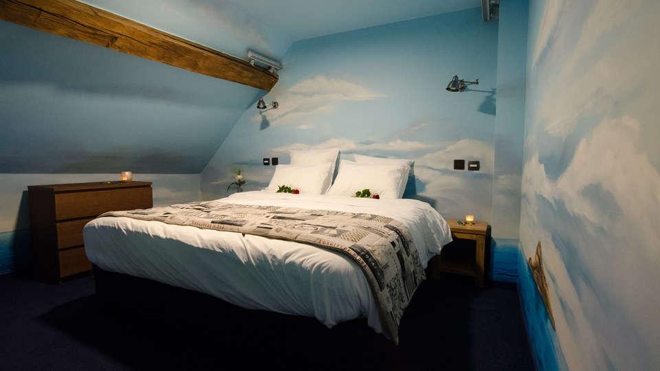 River Lodge Hotel Insolite - Edit_Titanicsuite4.jpg