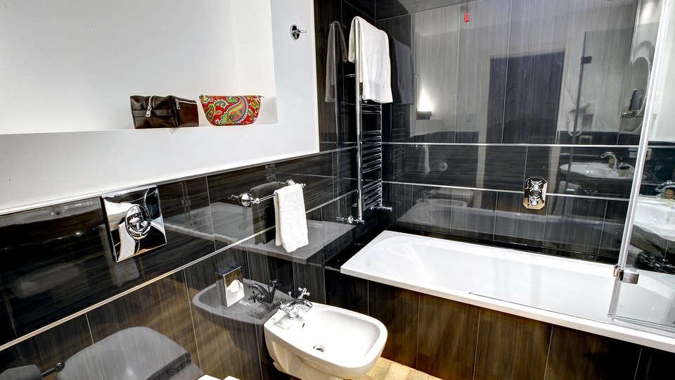 Bianca Maria Palace Hotel - Edit_Bathroom2.jpg
