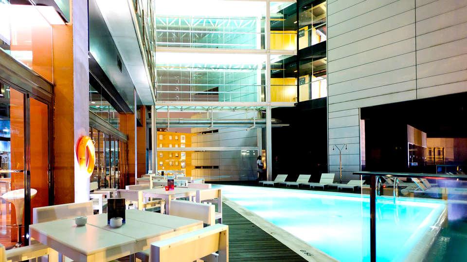 Hotel Barcelona Princess - Edit_Pool2.jpg