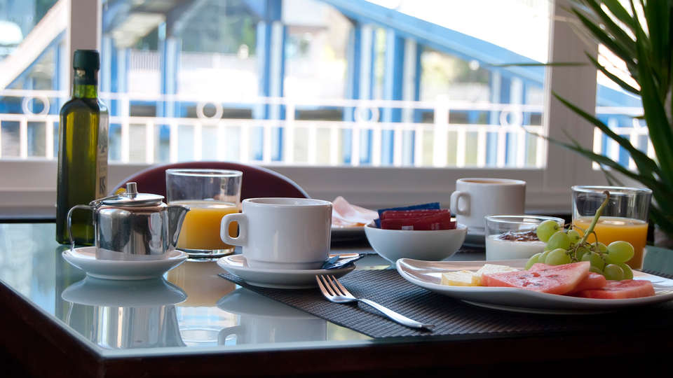 Sports Hotel Nayade - edit_breakfast.jpg