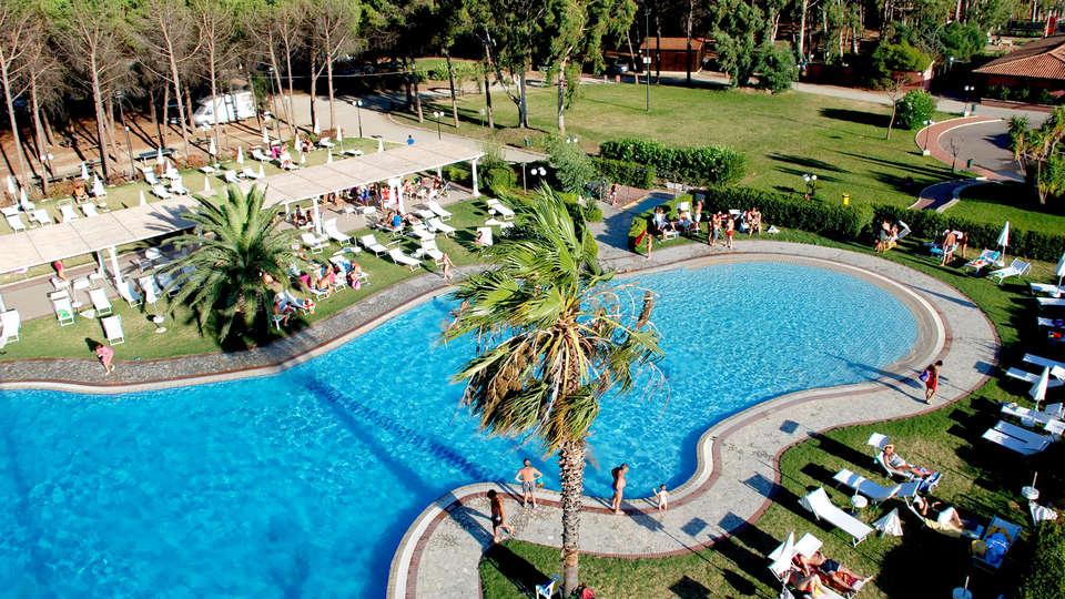 Salice Club Resort - Edit_Pool.jpg