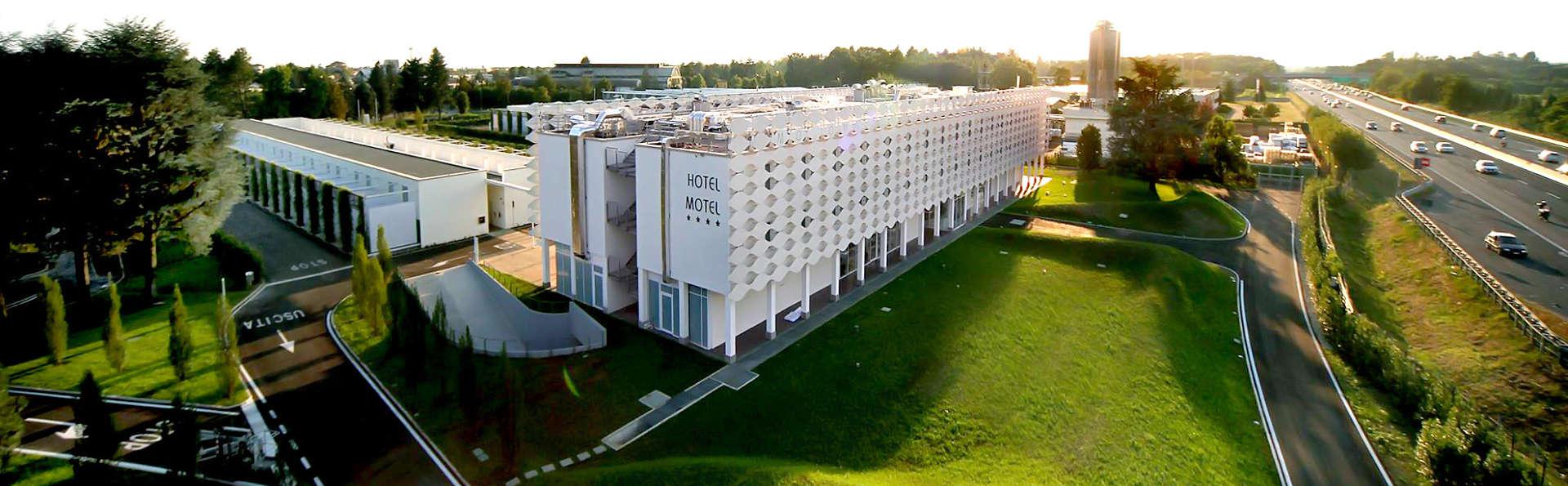 MO.OM Hotel - Edit_Front3.jpg