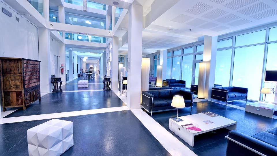 MO.OM Hotel - Edit_Lobby2.jpg