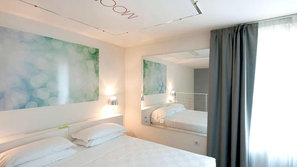 MO.OM Hotel - Edit_Room7.jpg