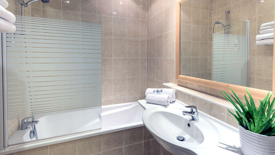 Mercure Tours Centre Gare - Edit_Bathroom.jpg