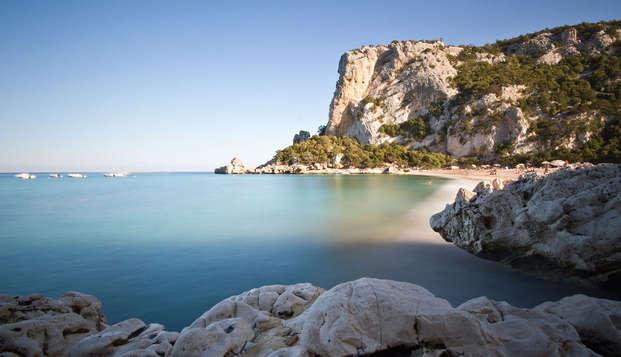 ¡Verano en la playa con cena incluida en Cala Gonone!