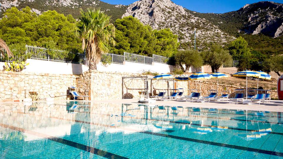 Hotel Brancamaria - Edit_Pool.jpg