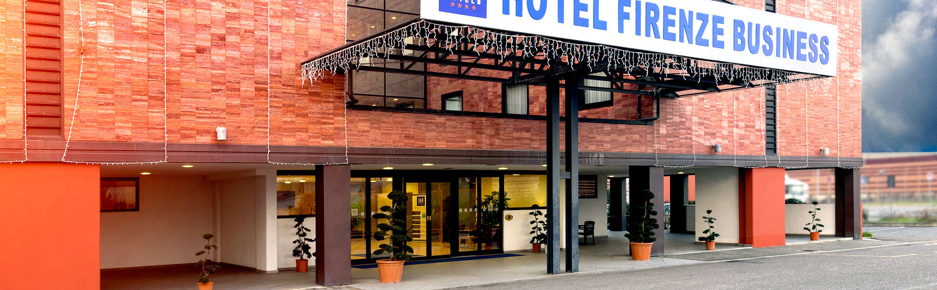 IH Hotels Firenze Business - Edit_Front.jpg