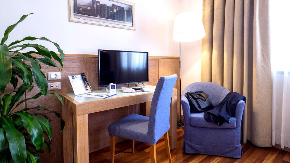 IH Hotels Firenze Business - Edit_Room2.jpg