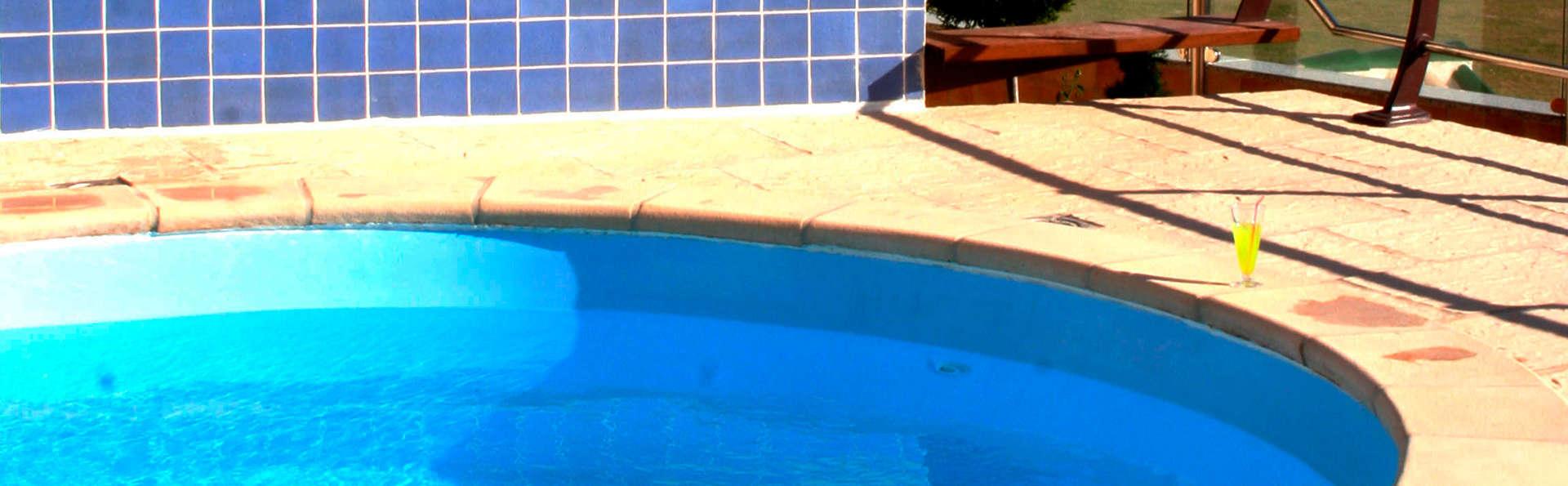 Hotel Campos de Baeza - EDIT_pool.jpg