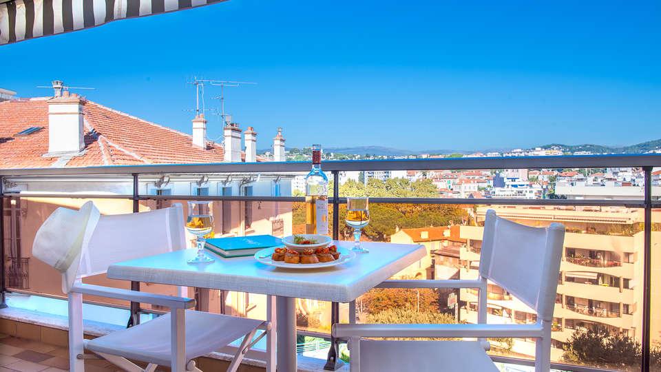 Hôtel Club Maintenon - EDIT_terrace2.jpg